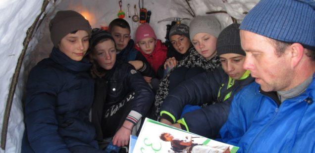 В Косові збудували зі снігу іглу